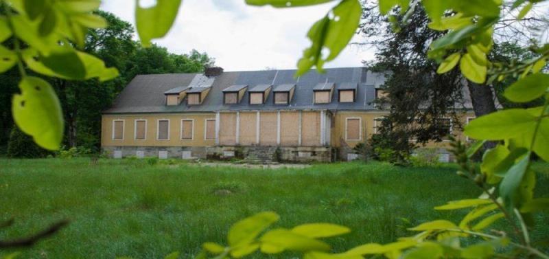 Pałac z parkiem pod Dom Seniora